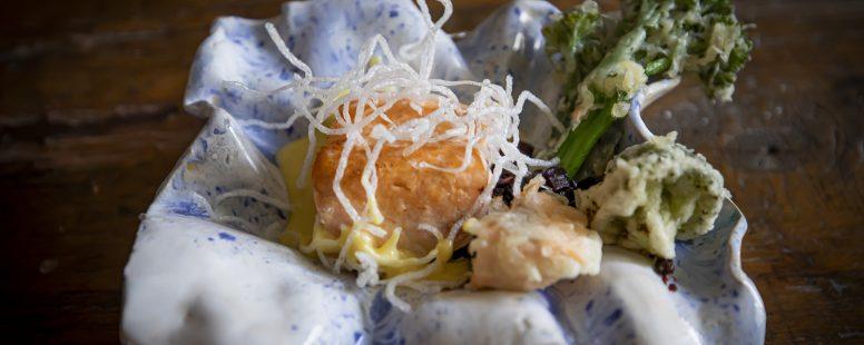 Schwarzer Reis mit frittieren Tempora-Brokkoli und Inkens Sauce Hollandaise… köstlich !
