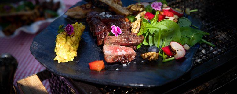 Perfekte Steaks vom Grill, gegrillter Salat und ein MEGA Avocado-Birnen Dipp