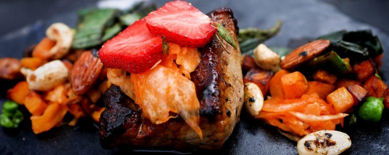 Asiatisches Bio Schweinefilet mit Kimchi und Gemüse