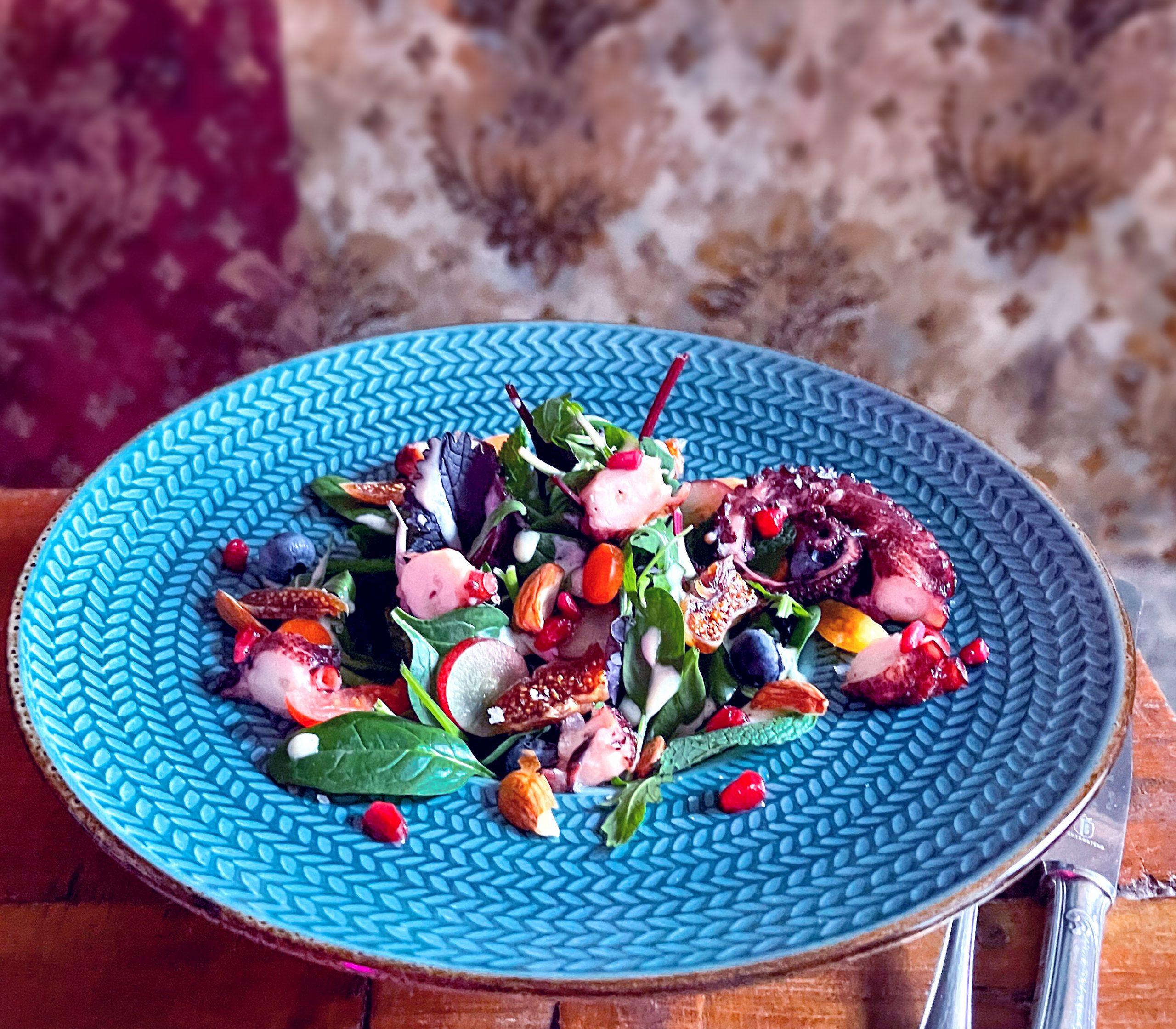 Orientalischer Traum mit Salat und Pulpo